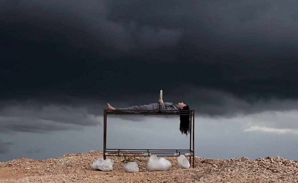 Uma imagem contendo ao ar livre, grama, nublado, água  Descrição gerada automaticamente